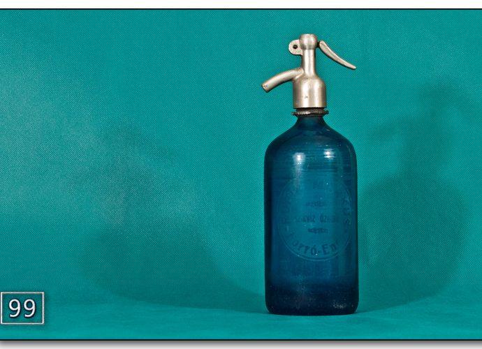 Kék színű, literes antik szódásüveg