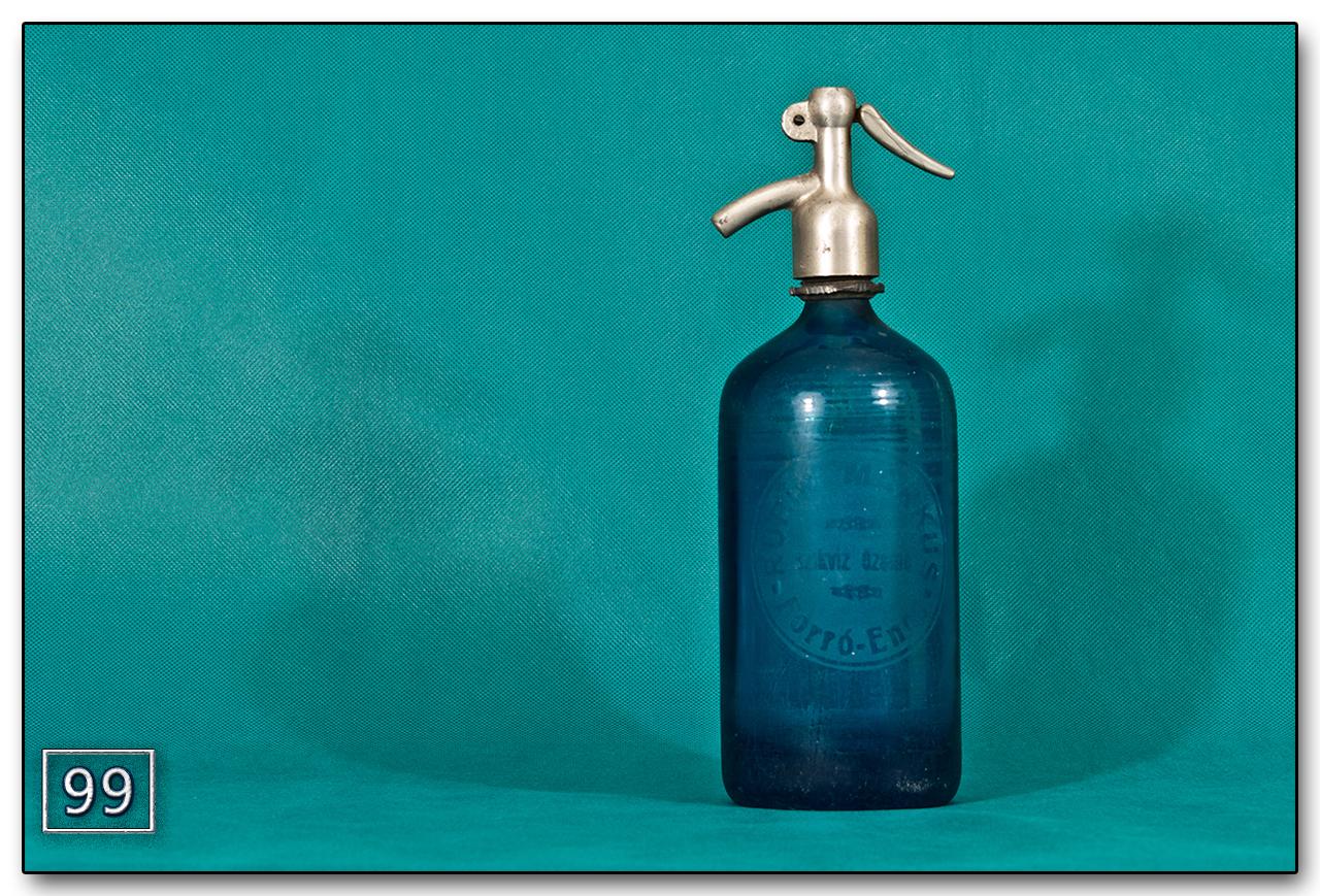 Kék színű, literes régi szódásüveg