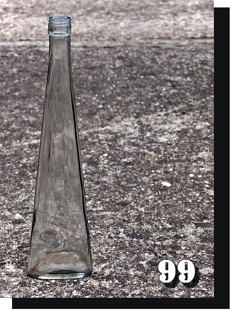 Átlátszó karcsú üveg